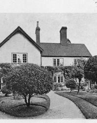Тип каменного особняка. Легко может быть приспособлен для пансионата. Иллюстрация из книги Стори В.Г. «Дачная архитектура за границей». 1913