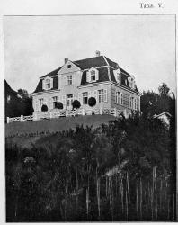 Каменный одноэтажный особняк с мезонином — пригоден особенно для помещичьего дома. Иллюстрация из книги Стори В.Г. «Дачная архитектура за границей». 1913