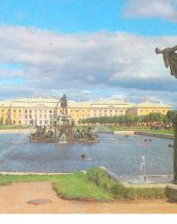 Петродворец (путеводитель). Гуревич И.М. 1985
