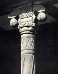 Часть витой колонки с капителью. Жаврены. Иллюстрация из книги «Каменный цветок Молдавии». Гоберман Д.Н. 1970