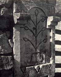 Ворота. Желобок. Иллюстрация из книги «Каменный цветок Молдавии». Гоберман Д.Н. 1970
