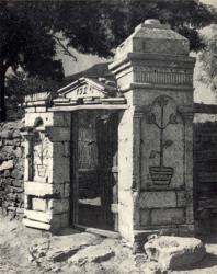 Ворота с калиткой. Общий вид и деталь. Иллюстрация из книги «Каменный цветок Молдавии». Гоберман Д.Н. 1970