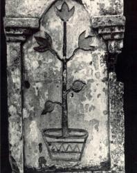 Ворота с калиткой. Желобок. Иллюстрация из книги «Каменный цветок Молдавии». Гоберман Д.Н. 1970