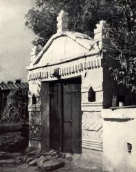 Погреб, украшенный архитектурной резьбой. Желобок. Иллюстрация из книги «Каменный цветок Молдавии». Гоберман Д.Н. 1970