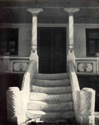 Крыльцо. Слободка. Иллюстрация из книги «Каменный цветок Молдавии». Гоберман Д.Н. 1970