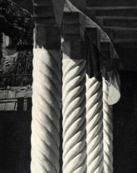 Витые колонки галереи. Слободка. Иллюстрация из книги «Каменный цветок Молдавии». Гоберман Д.Н. 1970