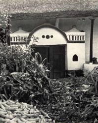 Портал погреба. Слободка. Иллюстрация из книги «Каменный цветок Молдавии». Гоберман Д.Н. 1970