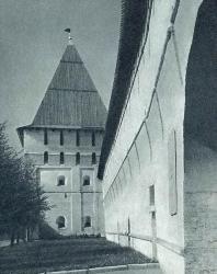 9. Ярославль. Спасо-Преображенский монастырь: Угличская башня (XVII в.)